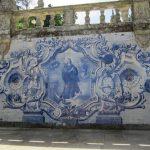 Die Santuário de Nossa Senhora dos Remédios mit eindrucksvollen Wandfliesen an der Treppen