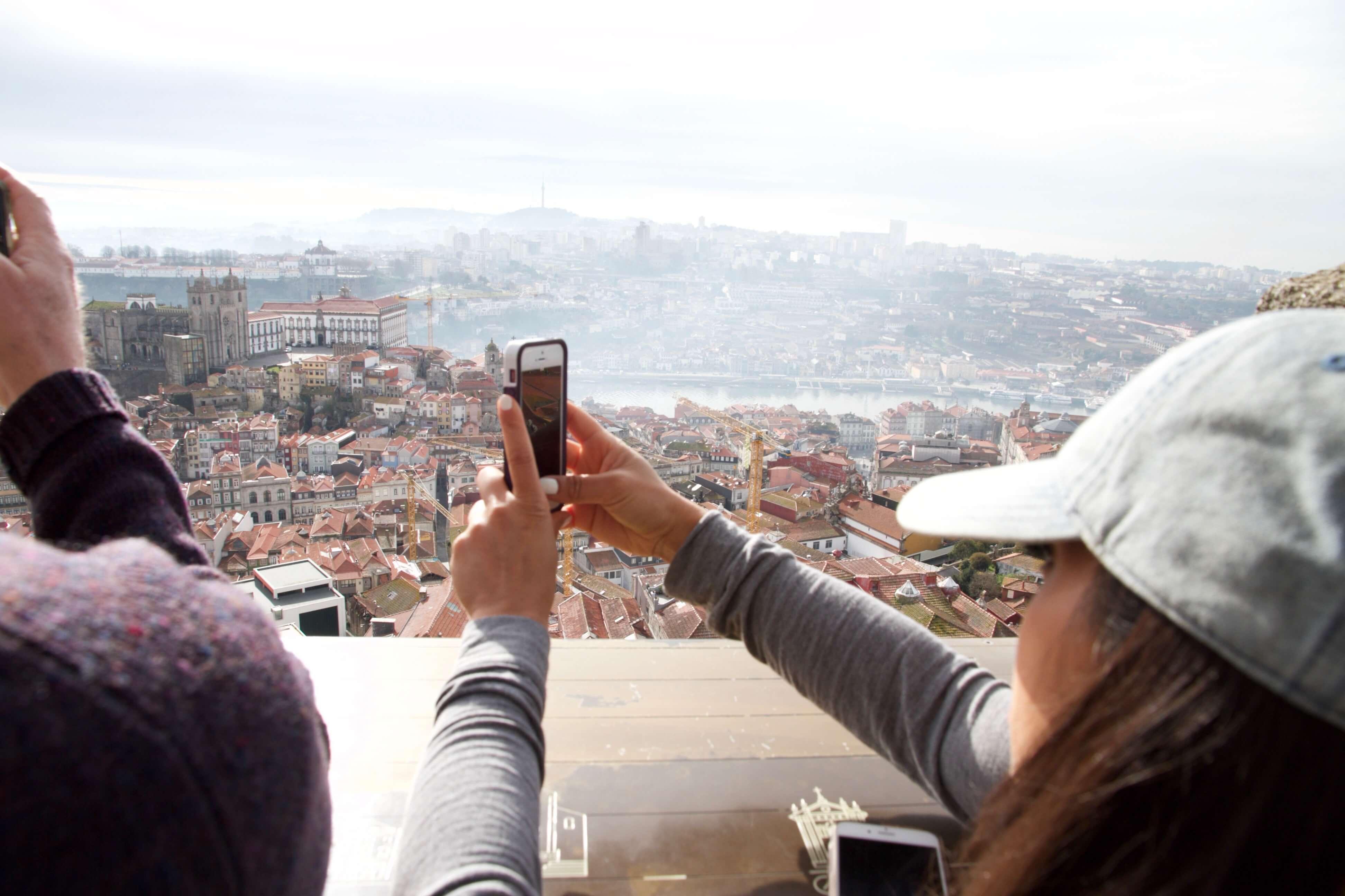 Blick vom Glockenturm auf Porto und den Douro-Fluss