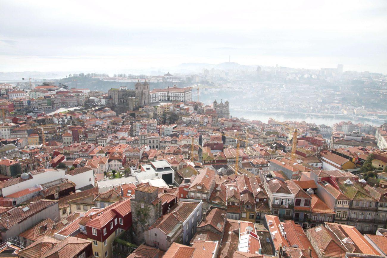 Porto Sightseeing Glockenturm Glockenkirche Igreija dos clérigos Aussichtspunkt Porto Douro Fluss