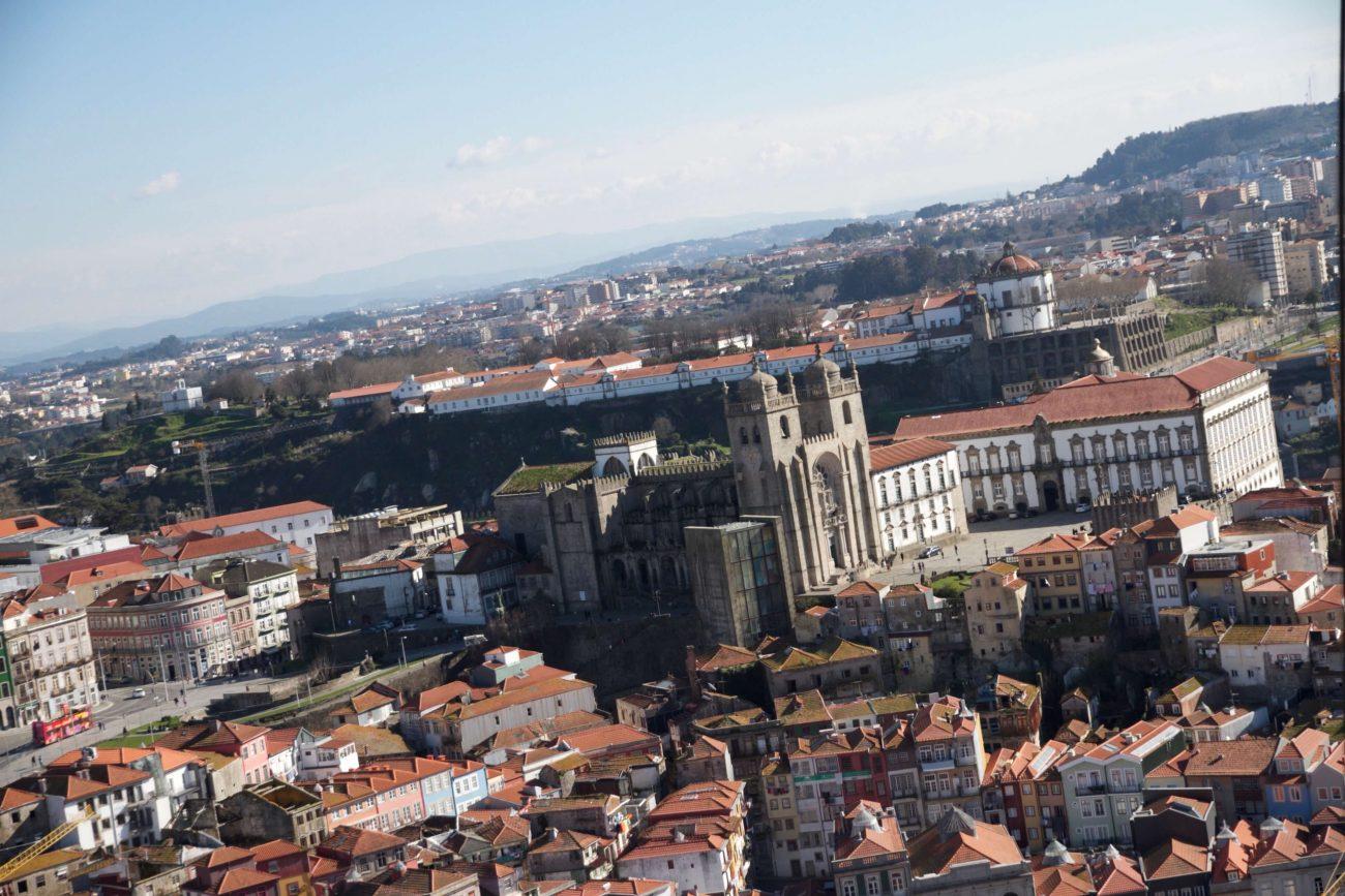 Porto Sightseeing Glockenturm Glockenkirche Igreija dos clerigos Blick Monastère Porto