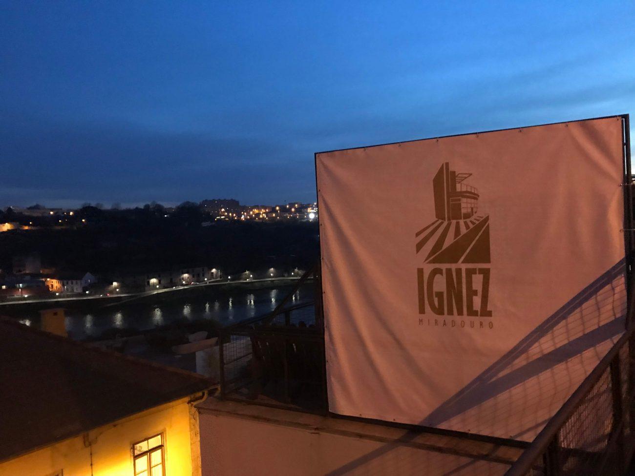 Porto Sightseeing Aussichtspunkt Miradouro Ignaz ist ein toller Platz für Porto und einen Drink