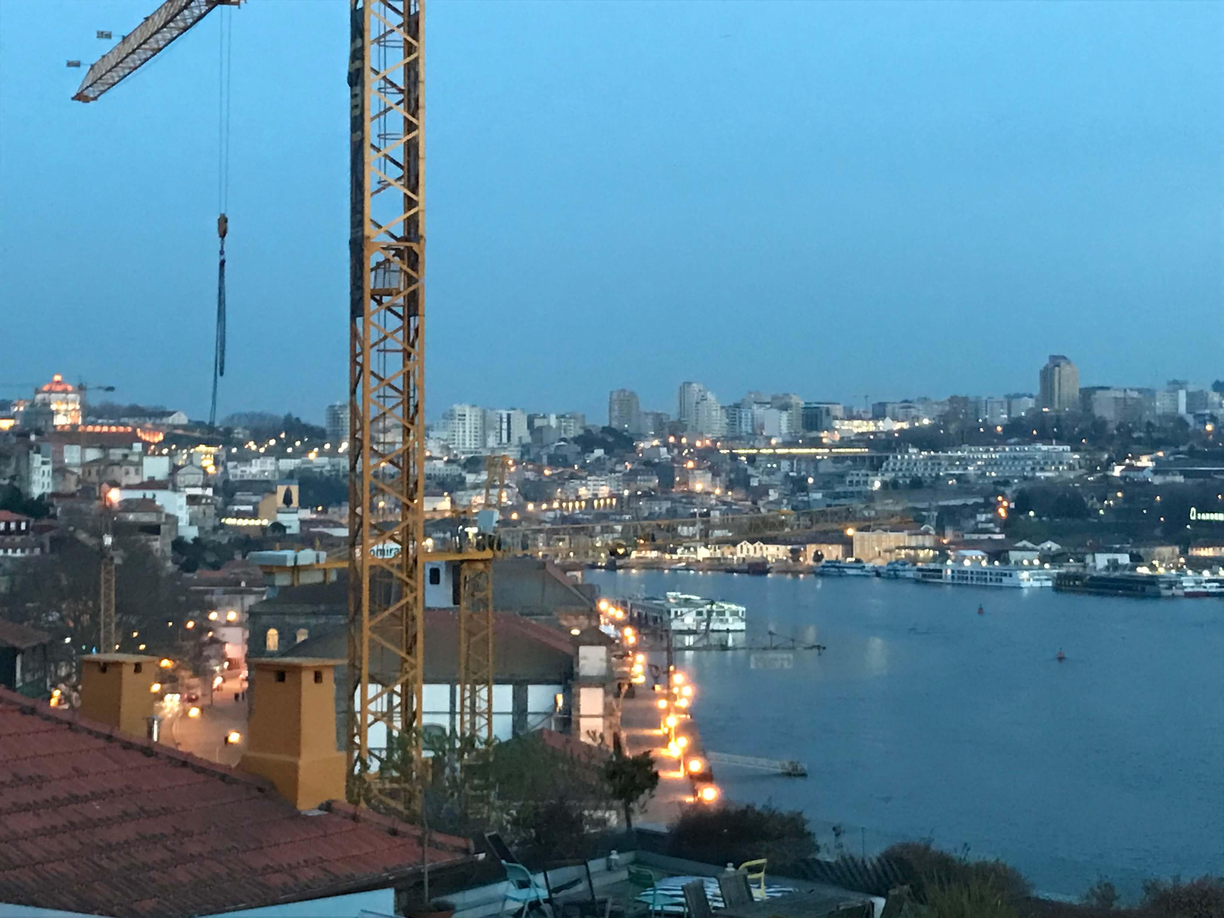 Porto und Vila Nova de Gaia am Abend
