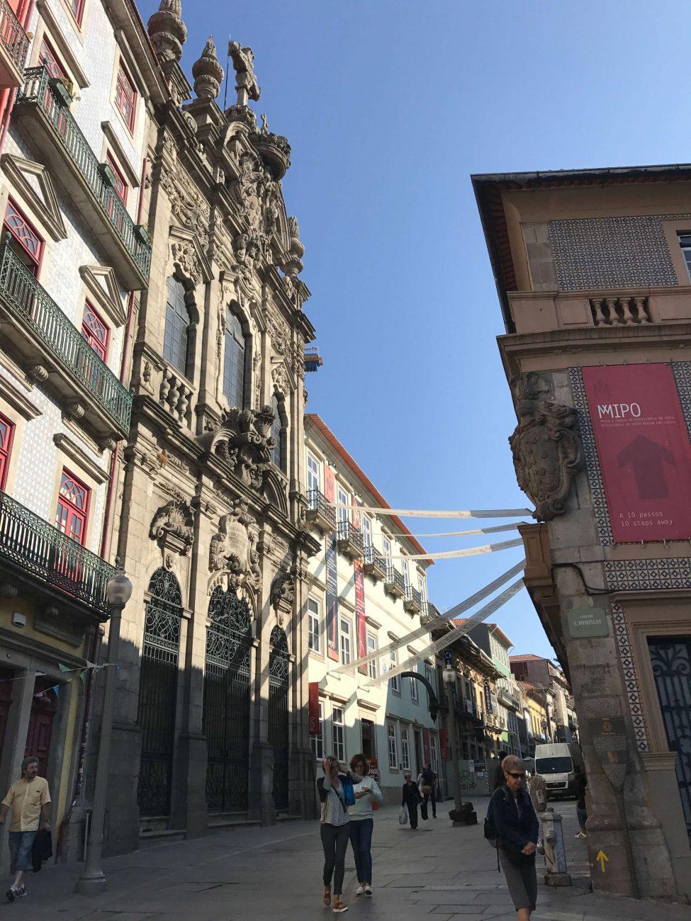 Rua das Flores von der Ribeira aus