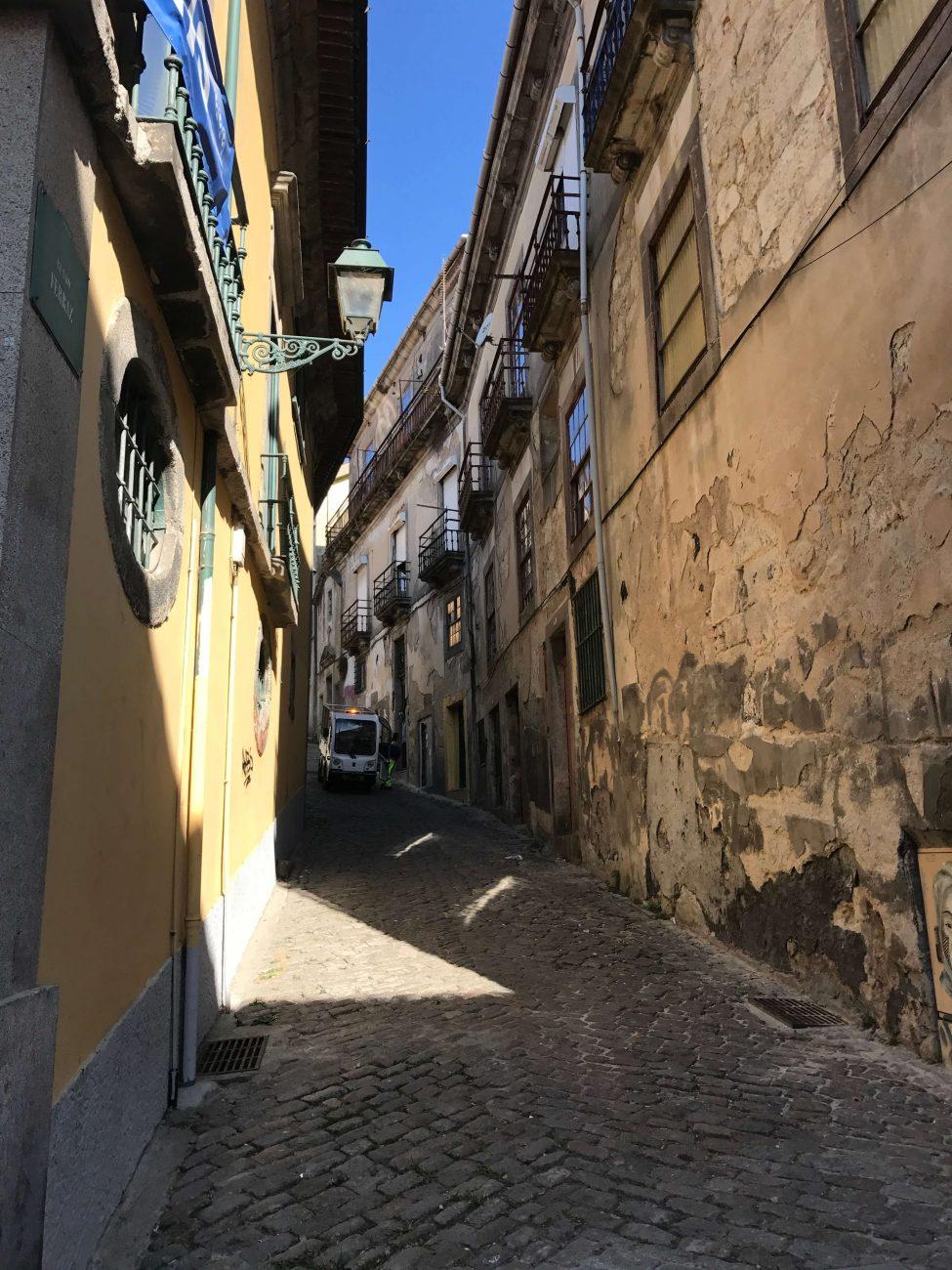 Porto Sightseeing Einkaufsbummel Rua das Flores Seitenstraße
