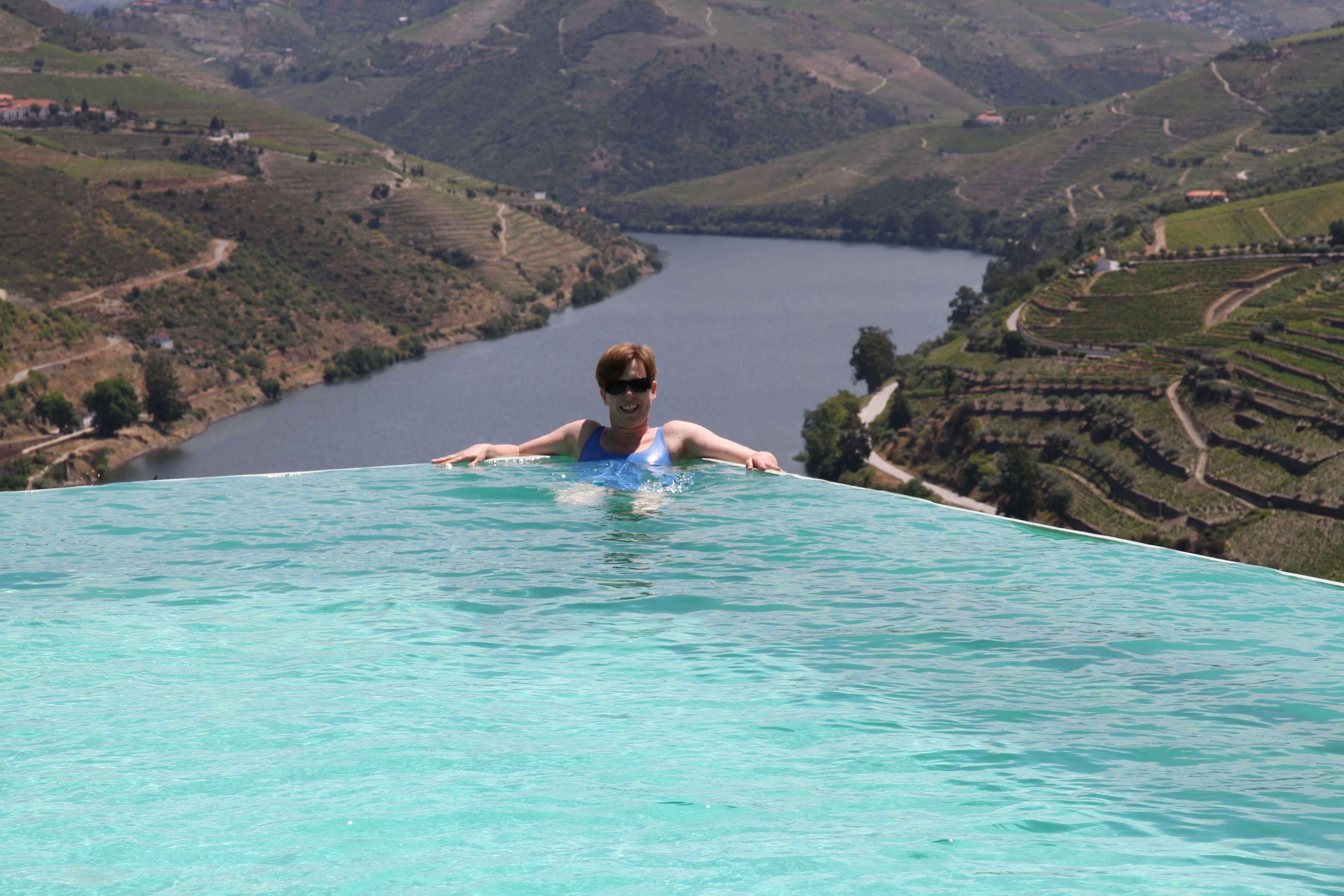Entspannen und Relaxen im Infinity-Pool auf dem Weingut Quinta de Tourais im Douro-Tal