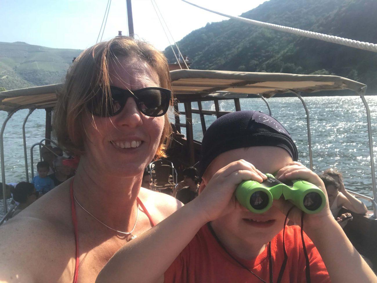 Bootsfahrt auf dem Douro in einem Rabelos Boot- mit einem Fernglas sieht man besser