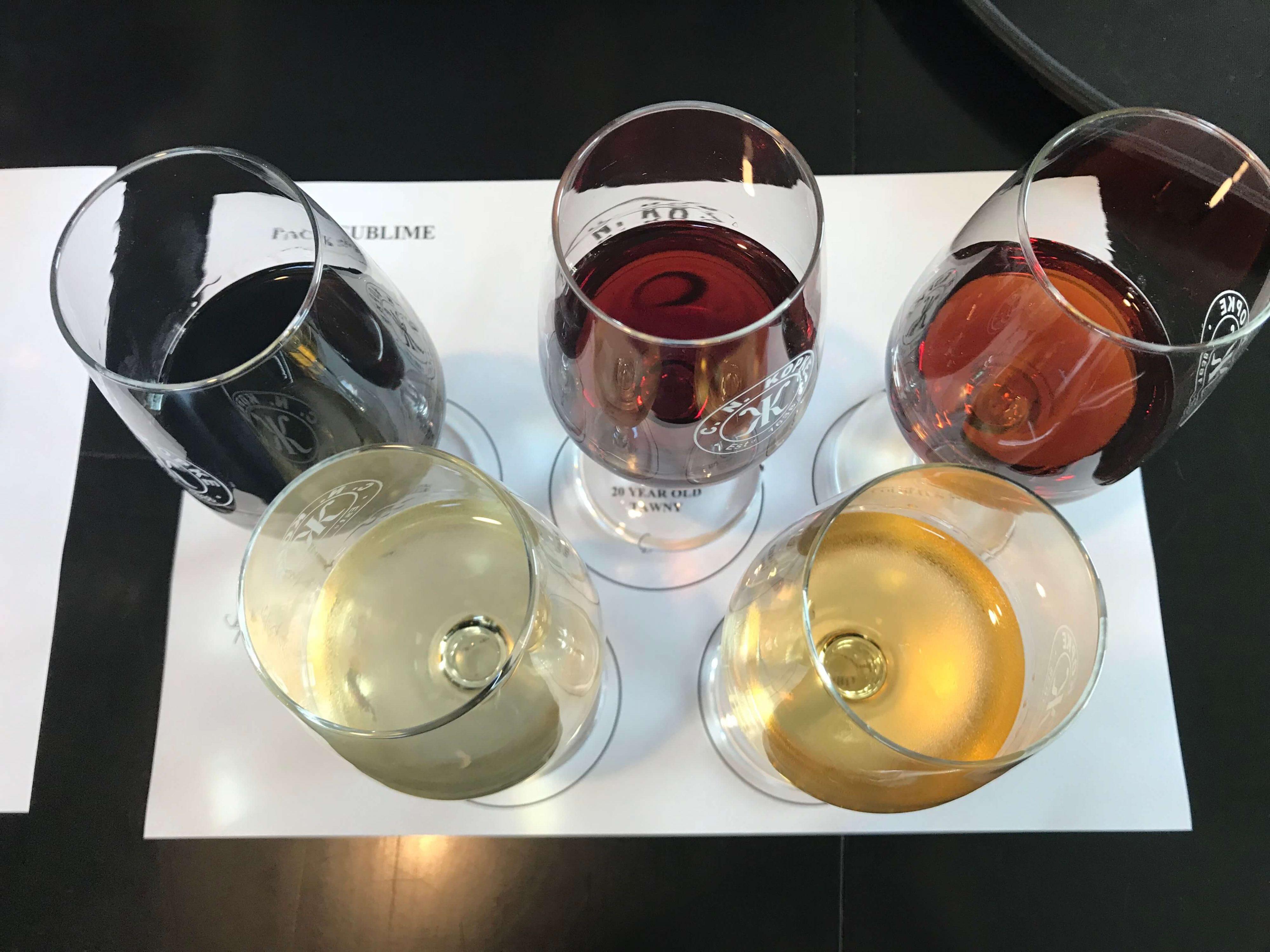 Portweinstile in verschiedenen Portweingläsern