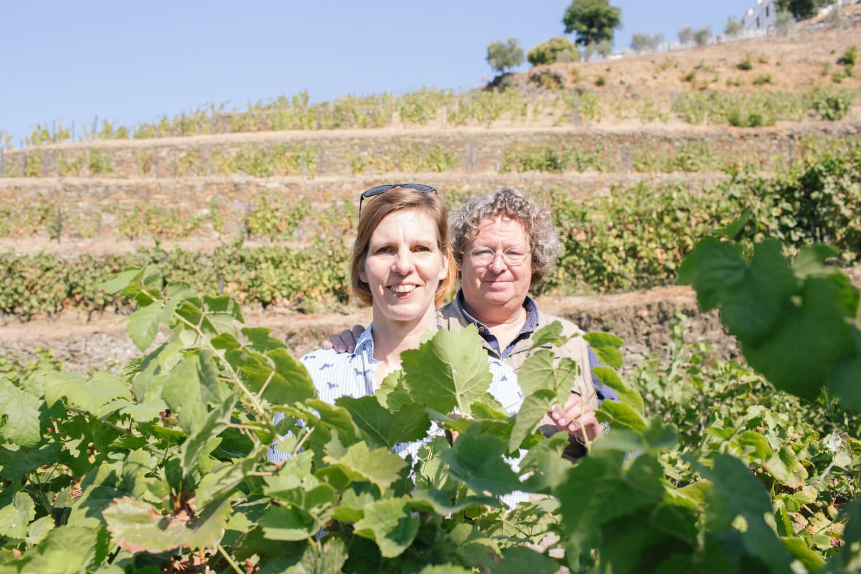 Kristin Rothe mit ihrem (Wein)Gott Dir Niepoort in dessen Weinbergen